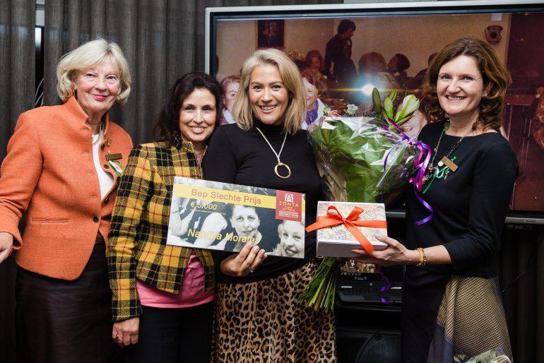 Natasja ontvangt Bep Slechte Prijs van Zonta Club Rotterdam