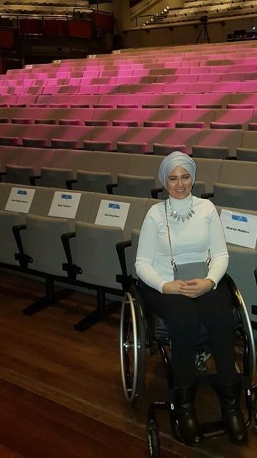 12 APRIL: Kubra Murt, de eerste rolstoelvlogster in Nederland