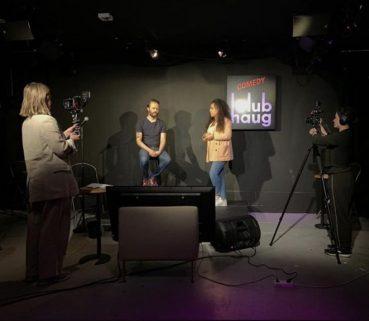 Desk-Top Comedy, bingewatchen en fotografie: zo entertainen de chicks zichzelf in tijden van corona