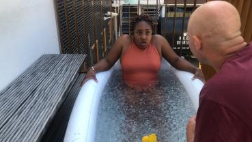 Chicks On Screen over mentale gezondheid en het nemen van een ijsbad